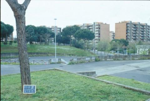 Area 1073: i giardini ed il piazzale di fronte al condominio di via dei Berio