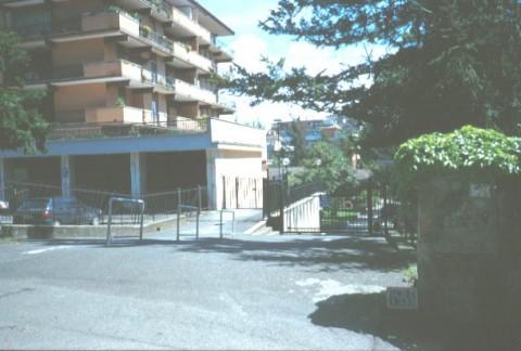 Area 1333: l'ingresso al condominio entro il quale la Carta dell'Agro segnala la presenza dei resti di una villa romana