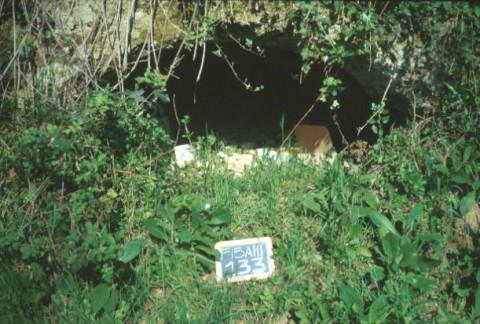 Area 133: una delle aperture ricavate nel tufo