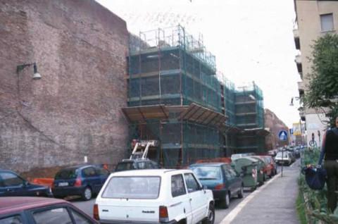 Area 156: le torri quadrate del tratto Ao delle mura Aureliane in fase di restauro