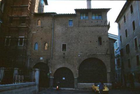 Area 3734: il complesso di edifici medievali di S.Paolo alla Regola