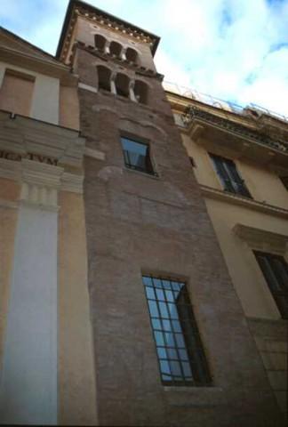 Area 3748: il campanile di età medievale con cortina originale