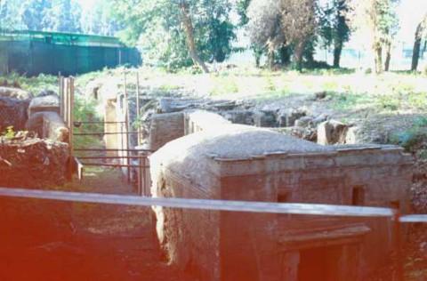 Area 3829: i resti di alcuni mausolei della necropoli di Porto