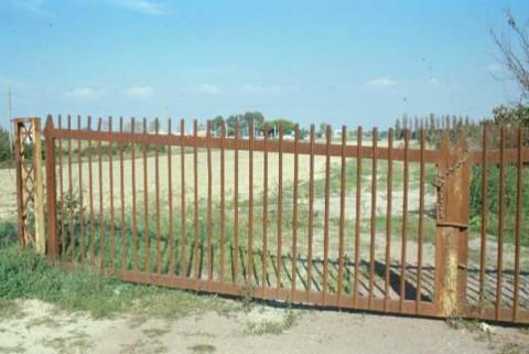 Area 3845: le recinzioni che impediscono l'accesso