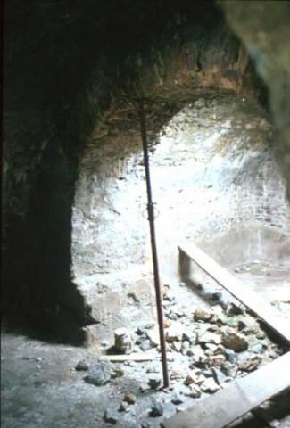 Area 4406: l'interno della cisterna su cui si imposta la torre medievale