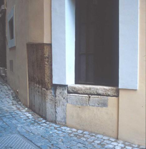 Area 5663: i resti del tempio di Giunone Regina al di sotto della muratura del palazzo restaurato
