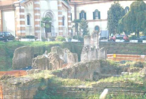 Area 5905: i resti delle strutture murarie appartenenti alla basilica hilariana all'interno dell'ospedale militare