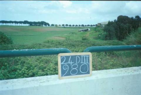 Area 980: i resti di muratura visti dall'esterno della recinzione